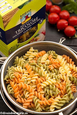 salata-italiana-de-paste-tricolore-cu-pui-5