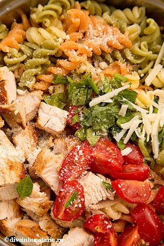 salata-italiana-de-paste-tricolore-cu-pui-7
