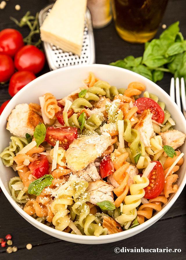 salata-italiana-de-paste-tricolore-cu-pui-a