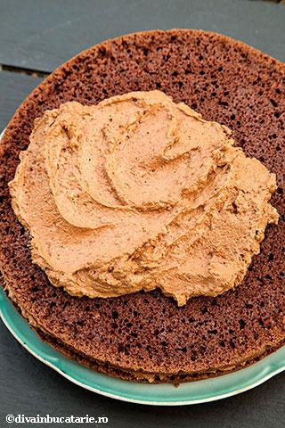 tort-cu-ciocolata,-nuca-si-rom-de-post-10