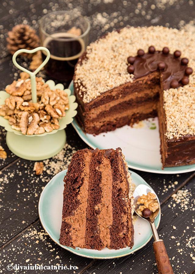 tort-cu-ciocolata,-nuca-si-rom-de-post-felie