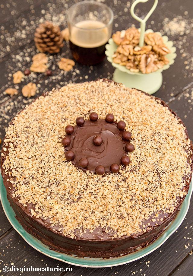 tort-cu-ciocolata,-nuca-si-rom-de-post_