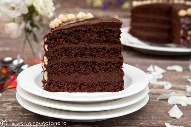 tortde-ciocolata-cu-crema-nutella-si-alune-de-padure-0