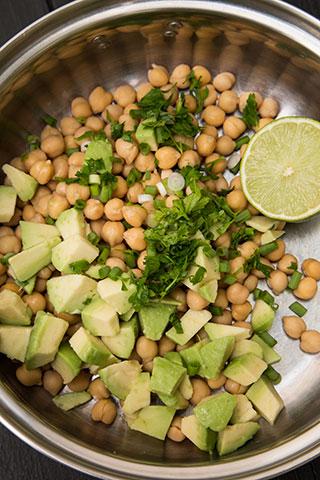salata-de-naut-cu-avocado-la-borcan-2