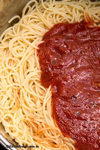 spaghetti-cu-sos-de-rosii-in-unt-si-piept-de-pui-6