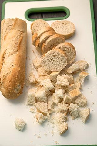 galuste-de-paine-cu-sos-de-ciuperci-SEMMELKNODEL-1