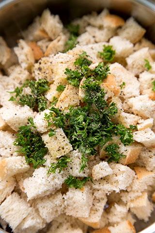 galuste-de-paine-cu-sos-de-ciuperci-SEMMELKNODEL-2