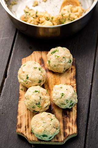 galuste-de-paine-cu-sos-de-ciuperci-SEMMELKNODEL-5