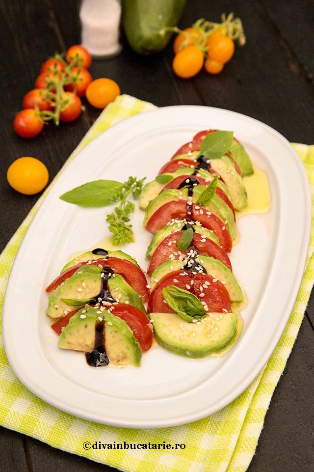 salata-de-rosii-cu-avocado