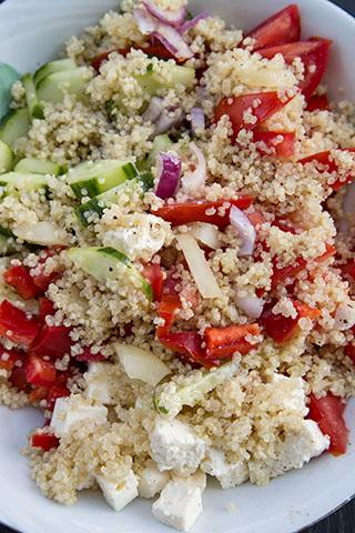 salata-mediteraneana-cu-quinoa-4
