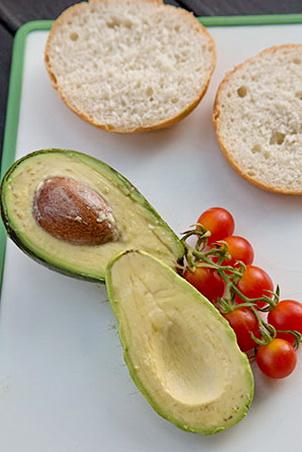 sandwich-cu-avocado-si-ou-posat-1