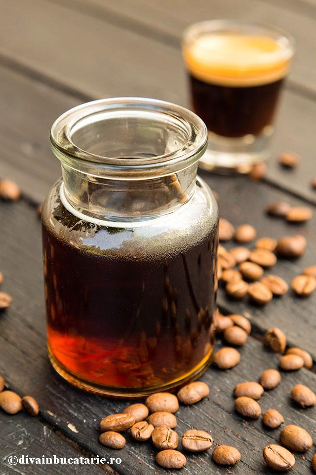 sirop-de-cafea-cu-alcool-pentru-tort