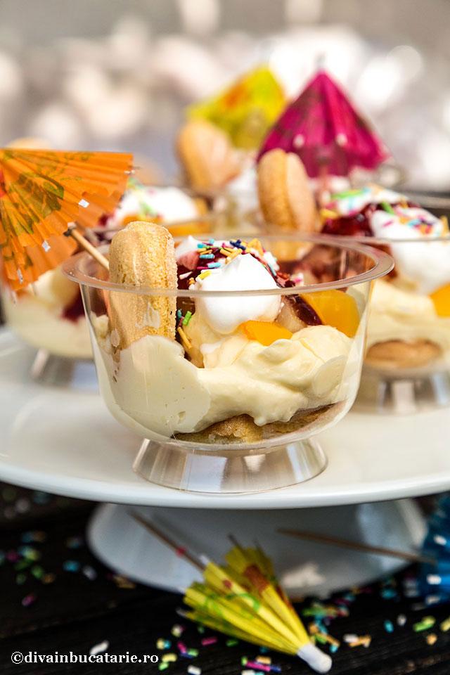 desert-la-pahar-cu-budinca-de-vanilie-si-fructe-a