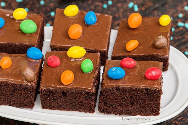 prajitura de ciocolata m&m