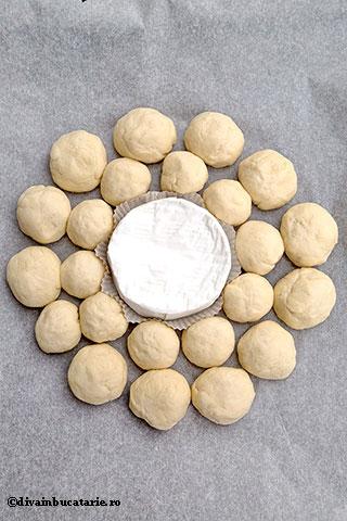 coronita-de-paine-cu-camembert-copt-divainbucatarie-4