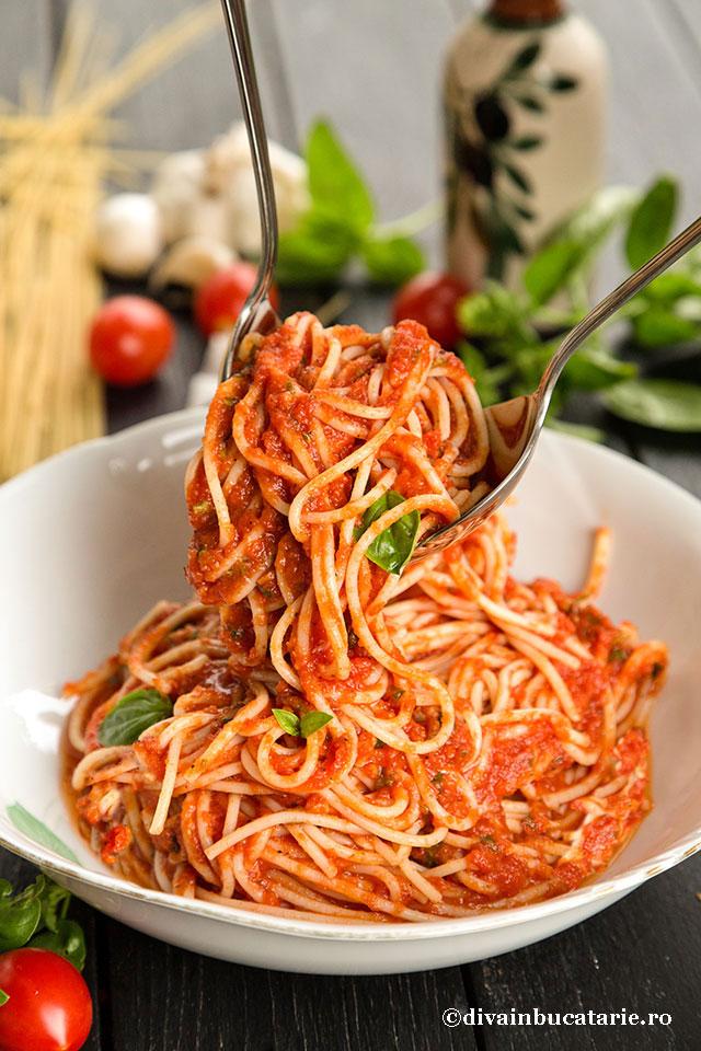 spaghetti-cu-sos-marinara-sm