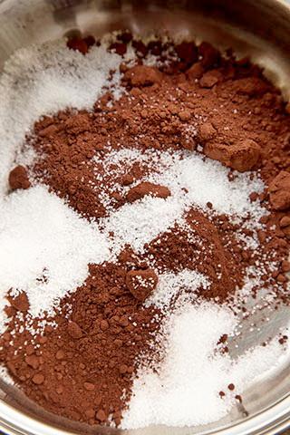 clatite-cu-banane-si-sos-de-ciocolata-3