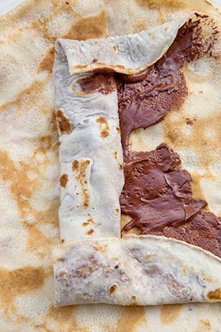 clatite-cu-banane-si-sos-de-ciocolata-8