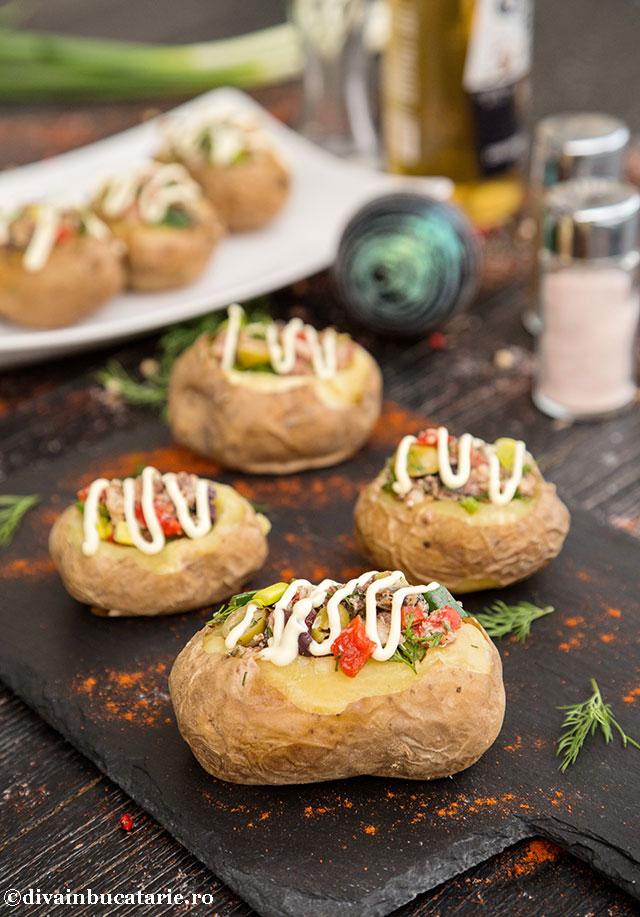 cartofi-umpluti-cu-salata-de-sardine-a