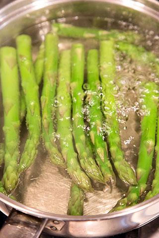 paste-cu-pui,-asparagus-si-branza-de-capra-ingrediente-1