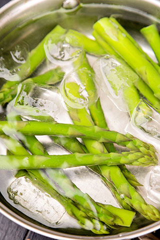 paste-cu-pui,-asparagus-si-branza-de-capra-ingrediente-2