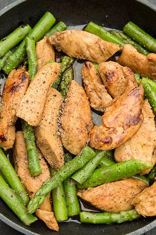 paste-cu-pui,-asparagus-si-branza-de-capra-ingrediente-6