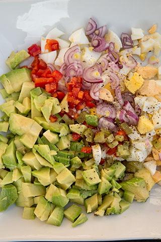 salata-de-oua-cu-avocado-1