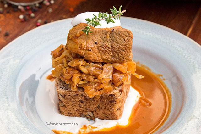 Varza calita secuiasca cu carne de porc (Székelygulyás)