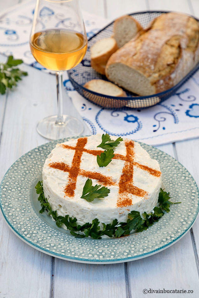 salata conopida cu pui maioneza si usturoi diva in bucatarie
