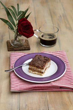 Prajitura-fara-coacere-cu-biscuiti-mascarpone-si-ciocolat