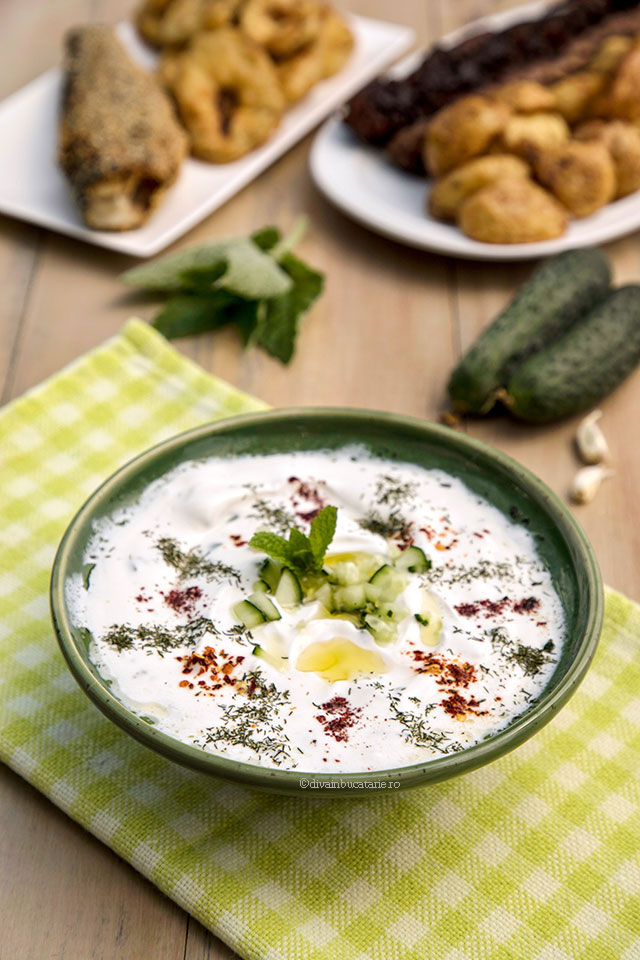 Cacik - sos turcesc de iaurt cu castraveti diva in bucatarie