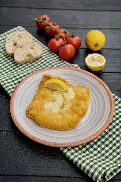 Saganaki cheese - branza greceasca prajita