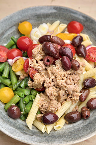 Salata de paste cu ton si fasole verde
